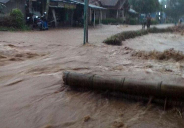 Jalur selatan sempat terputus karena banjir di Purworejo
