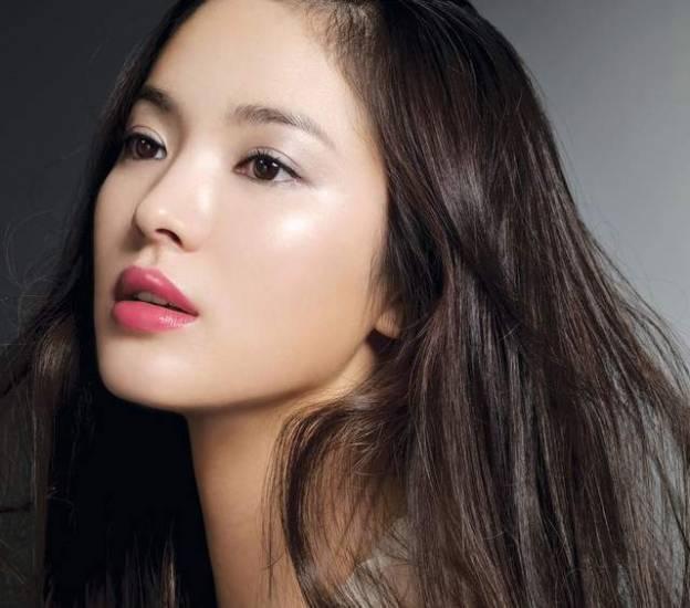 lihat deh pipinya Song Hye Kyo <3