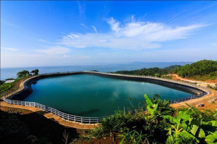 Danau cantik ini cocok buat santai sambil foto-foto