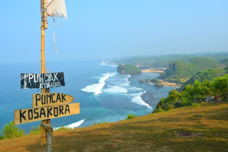 Dari bukit kosakora, kamu akan lihat keindahan samudra hindia