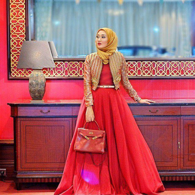 Hijab Mbak Dian pelangi kece nih