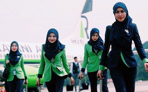 Pramugari-Berhijab-Rayani-Air-Maskapai-Penerbangan-Syariah