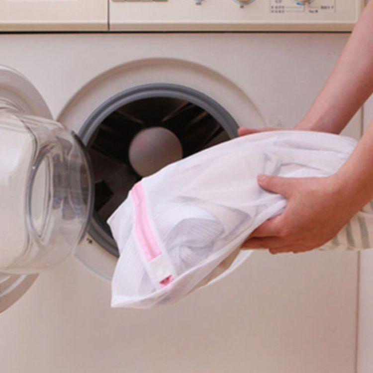 gunakan kantong berjaring sebelum dimasukkan ke mesin cuci