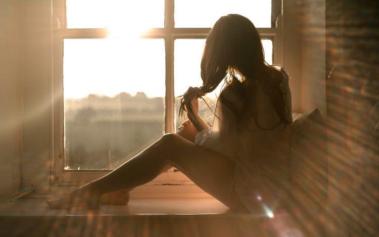 duduk dekat jendela