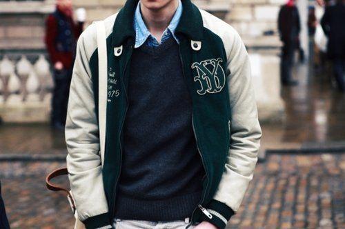 Kamu bisa hadiahkan dia dengan jaket ini. Biar dia tambah kece.