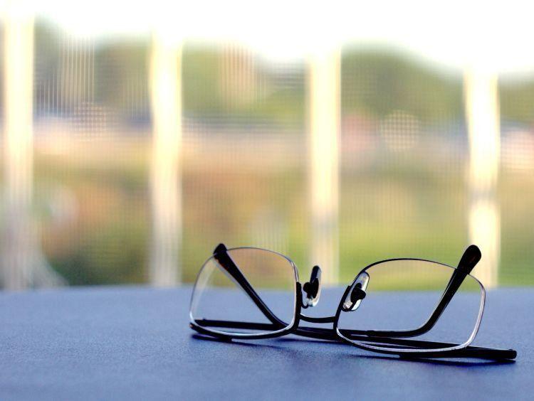 lepas kacamata!