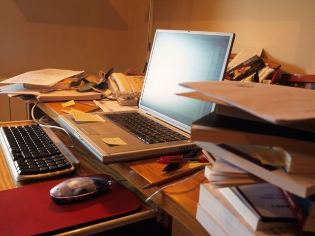 Meja berantakan, pikiran ikut berantakan