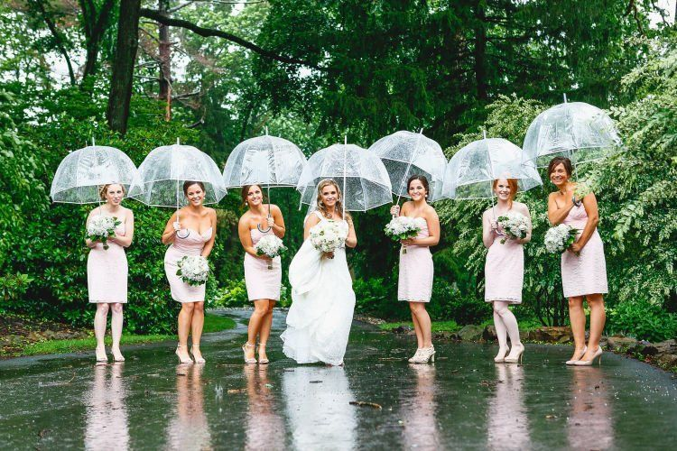 siap - ciap payung transparan buat kamu dan para bridesmaid