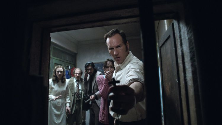 the-conjuring-2-priest-on