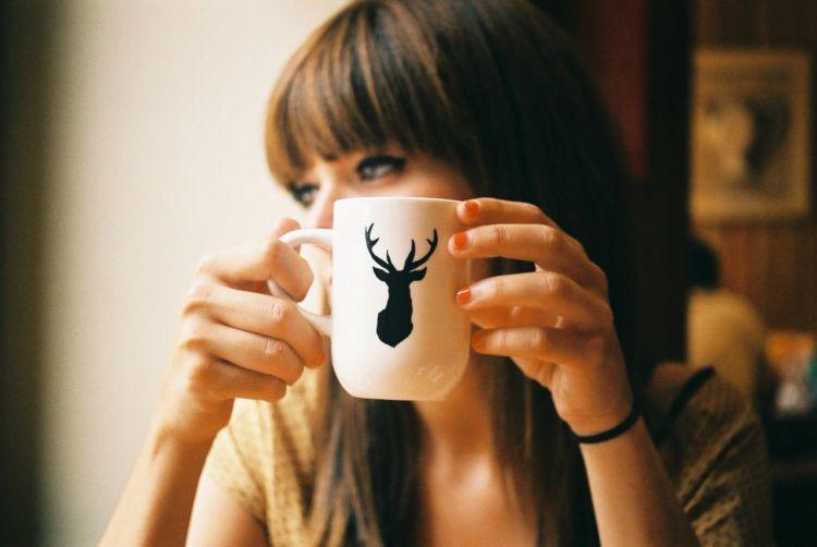 mencintai sendiri seperti meminum kopi tanpa gula, pahit sekali