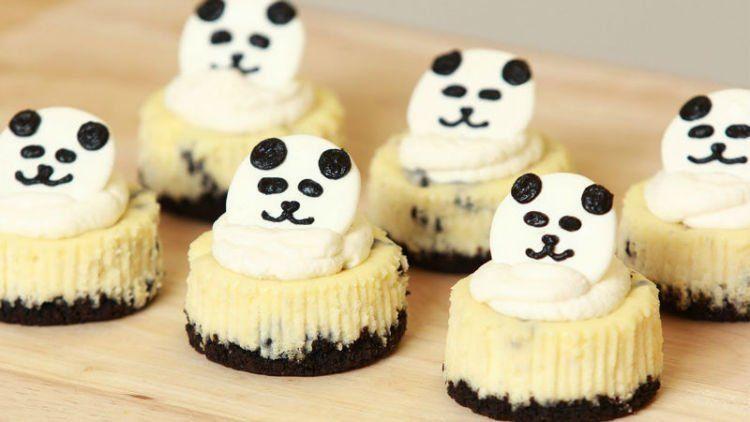 Dikasih topping panda jadi imut bener kuenya