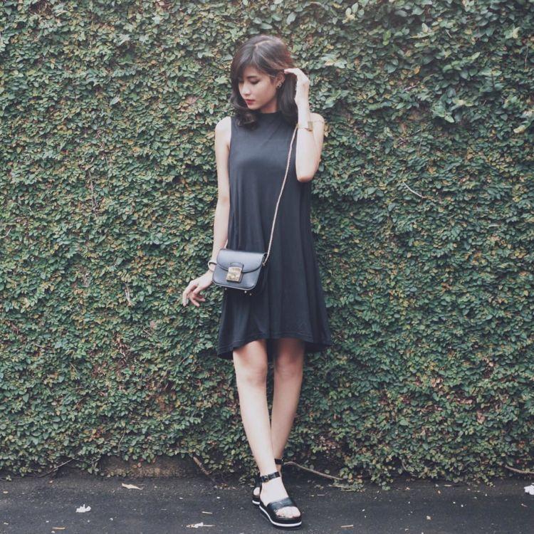 dress hitam.