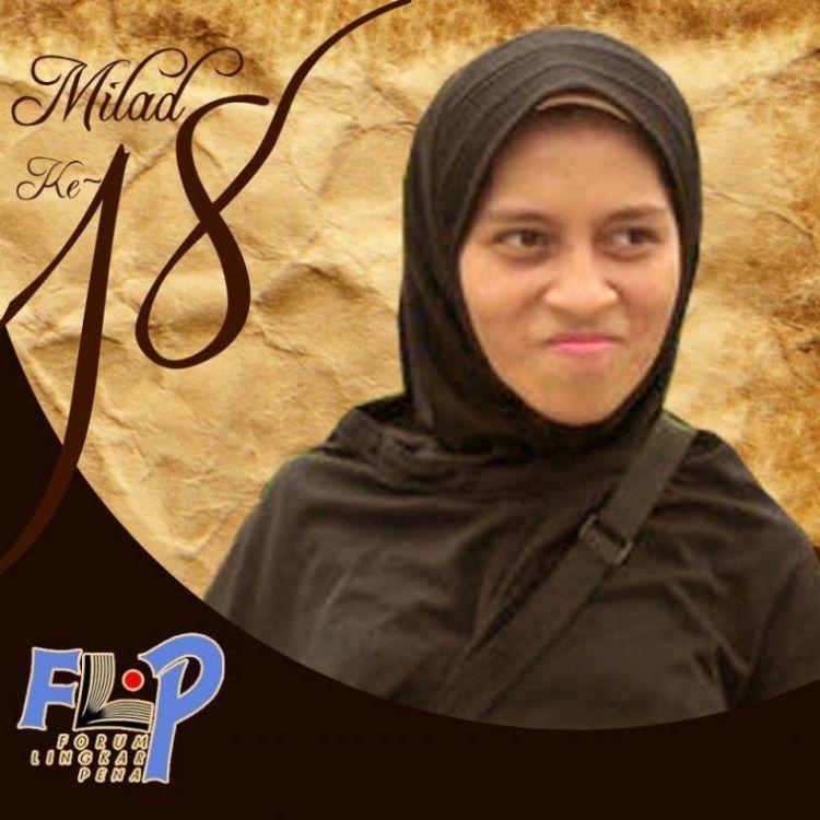 Nina aktif di Forum Lingkar Pena.