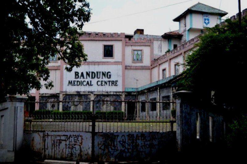 KAMIS edisi pertama akan membahasa salah satu rumah sakit terangker yang berlokasi di Bandung. Kalau Lo warga Bandung, pasti tidak asing dengan nama Rumah Sakit Bandung Medical Center