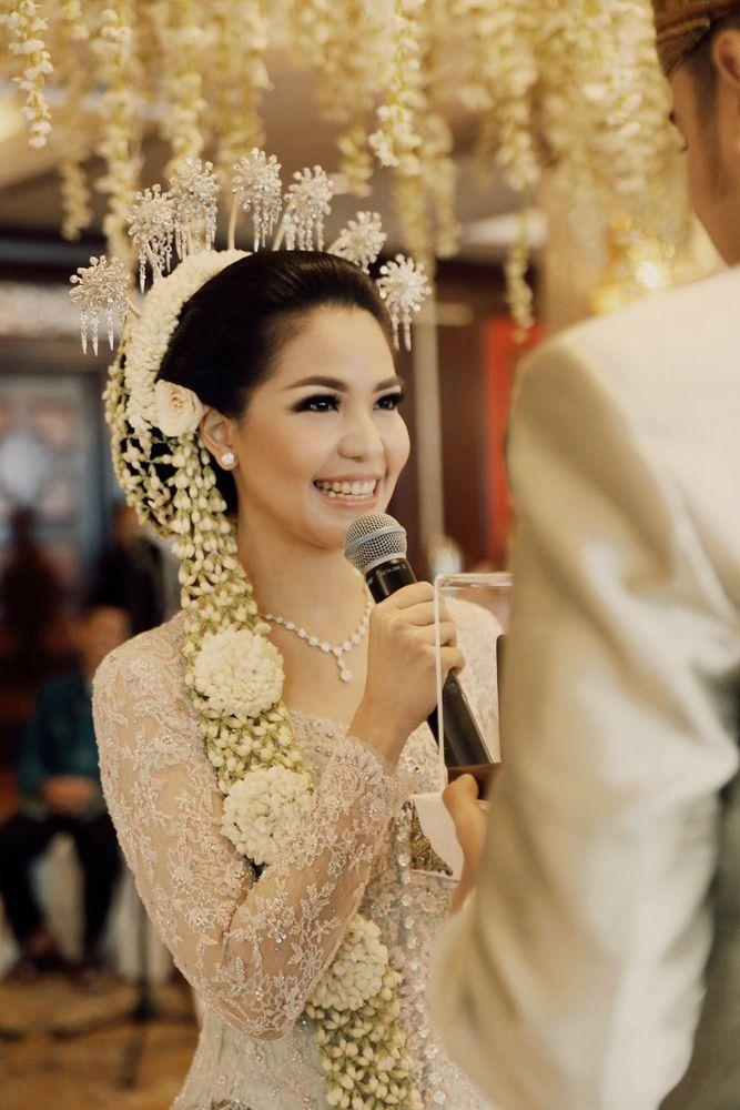 Untuk kebaya, ikhlaskan ini nanti jadi milik perias pengantinmu