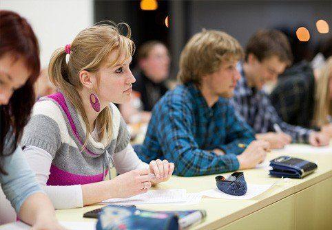Mending sok sibuk dengan kuliah.