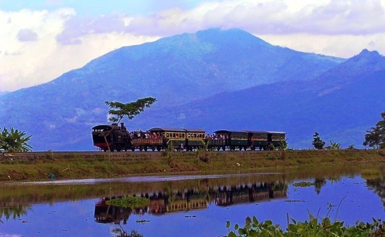 Kamu harus coba naik kereta wisata Ambarawa
