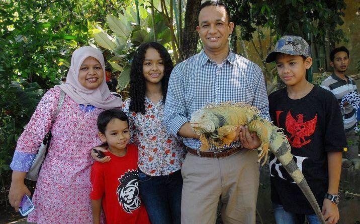 Anies Baswedan beserta istri dan anak-anaknya.