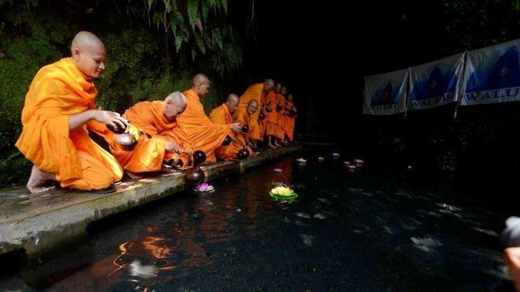 begini ritual para biksu ini Kompas/P Raditya Mahendra Yasa (WEN) 31-05-2015