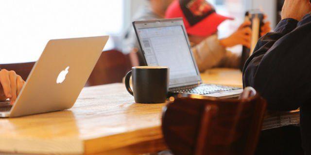 Selama ada WiFi gratis, kerjaan bisa jalan terus