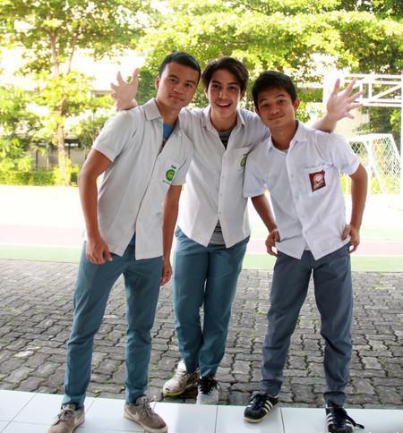 El Rumi bersama dengan teman SMA-nya.