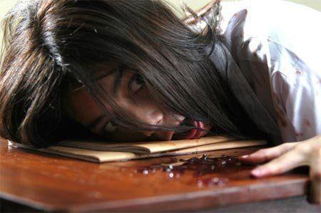 di sekolahmu, pernah ada murid bunuh diri nggak?