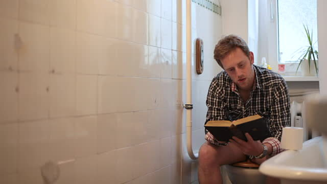 Sambil baca buku, kalau kepepet. :|