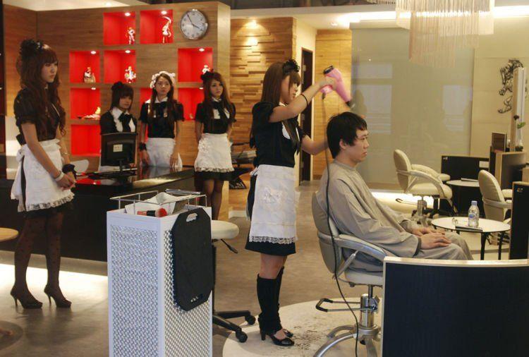 Kalau kapster yang begini sih, cowok juga bakal rajin ke salon!