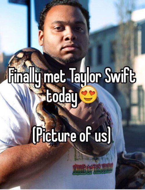 Dia foto bareng Taylor via no-chill-at-all.tumblr.com