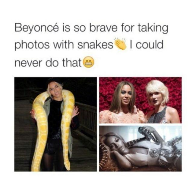 foto bareng Taylor atau ular?