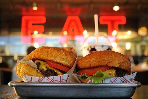 beli burger 1 dapet 1 lho. murah kan? ;|