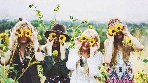 Kamu beruntung jika dikelilingi oleh teman-teman yang selalu berpikiran positif.