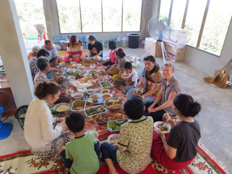 Makan dengan keluarga