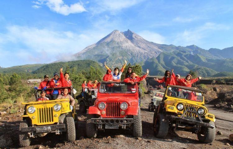 Memacu adrenalin lewat lava tour Merapi