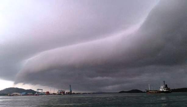 cuaca mendung di pulau Penyengat