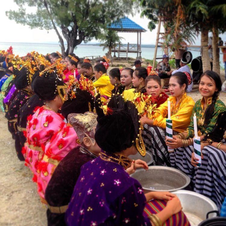Yang pengen nyari jodoh orang Sulawesi :)