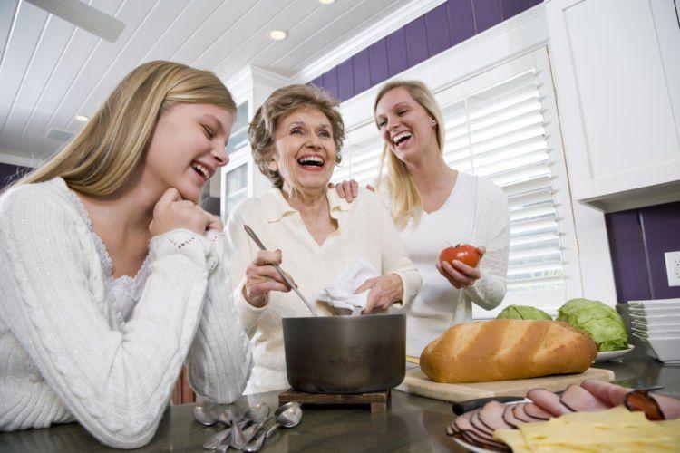 bantu memasak juga
