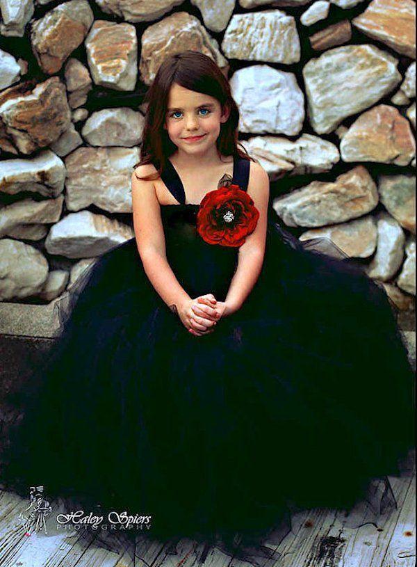 gaun hitam dan mawar merah~