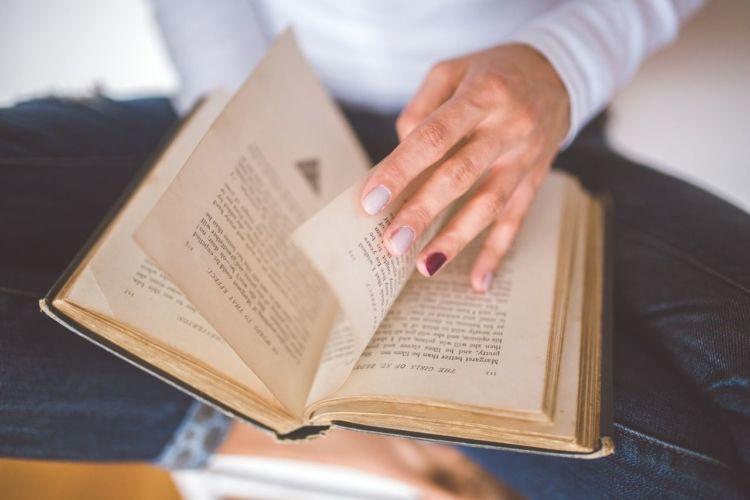 baca buku kapanpun dan dimanapun~