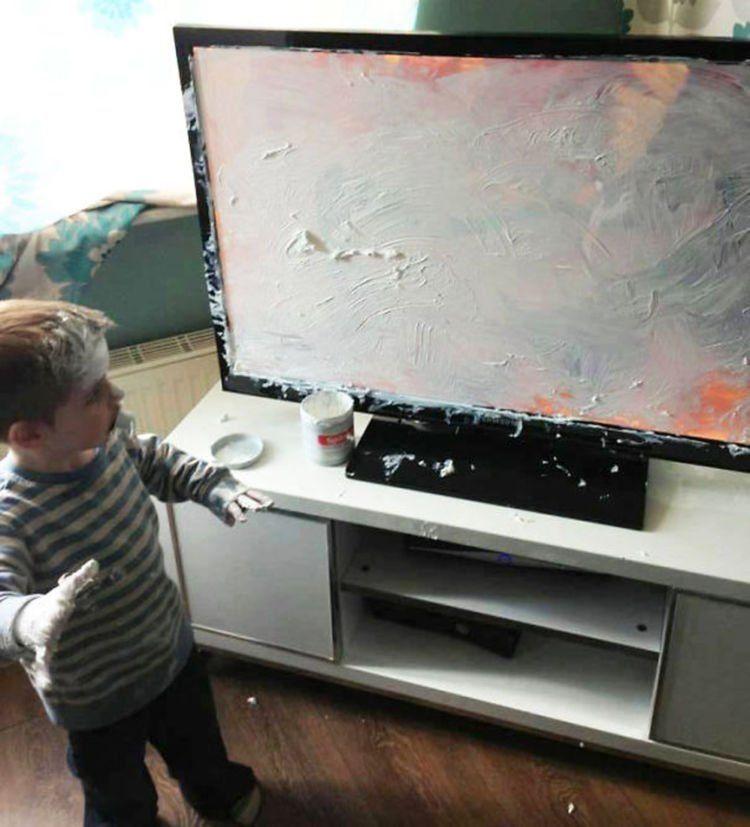 TV-nya jadi putih semua :(