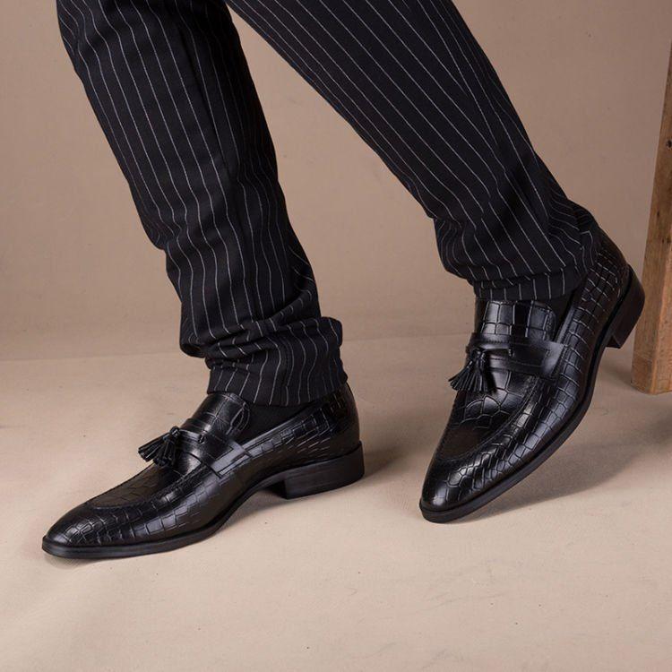 sepatu loafers adalah salah satu yang bisa menambah tinggimu!