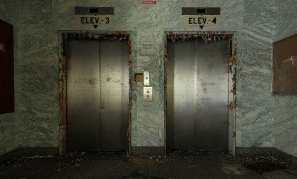 jadi, jangan harap kamu bisa naik lift di Klender. atau kamu nggak bisa keluar?