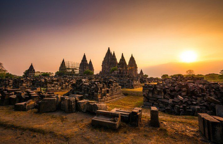 Candi Prambanan, salah satu peninggalan sejarah yang tetap mengagumkan.