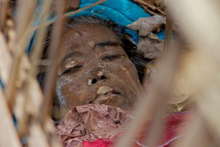 ini jenazah perempuan yang baru seminggu meninggal