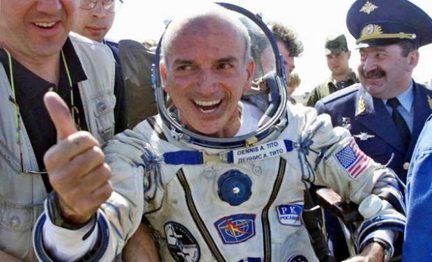 Dennis Tito, turis luar angkasa pertama.