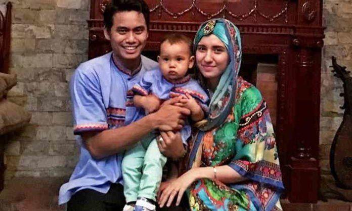 Tontowi dan keluarga