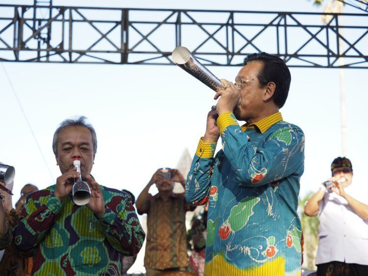 Sri Sultan membuka FKY