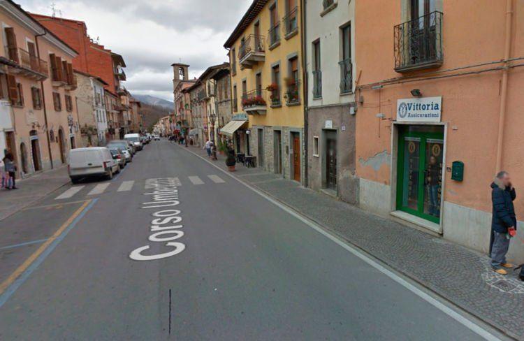 Bangunan di Italia Tengah sebelum dan sesudah gempa