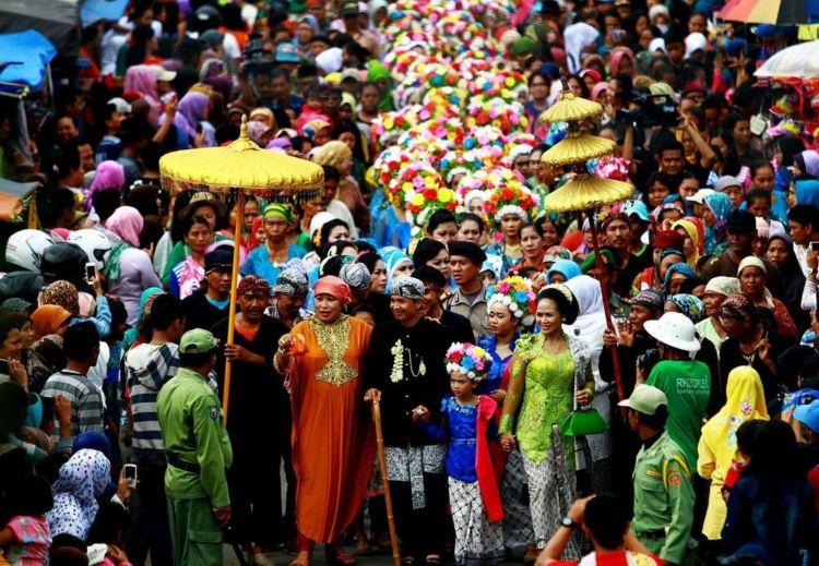 Perayaan adat Ngarot, Indramayu