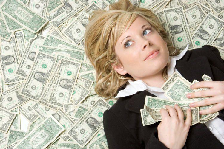 Cewek kalau udah urusan uang mah selalu serakah